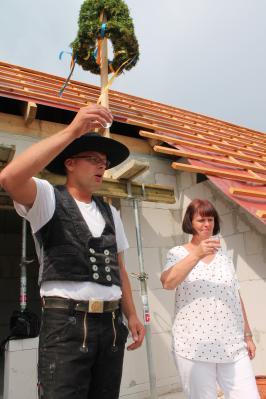 Foto zu Meldung: Richtkranz auf neuem Haus in der Achterstraße 9