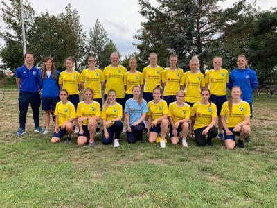 Foto zur Meldung: Neue Trikots für Fussballfrauen