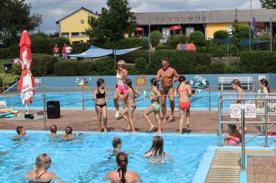 Vorschaubild zur Meldung: Poolparty 2019 & Schwimmen bis das Licht ausgeht
