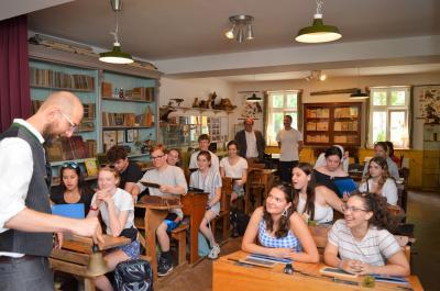 Eine kleine Reise in die Vergangenheit erlebten die jungen US-Amerikaner auch in der Alten Schule von Ribbeck.
