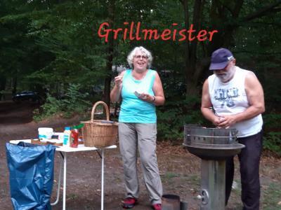 Grillmeister Reiner mit NEU-Wanderführerin und Ehefrau Martina
