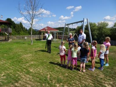 Foto zu Meldung: Eröffnung und Segnung des neuen Spielplatzes beim Rathaus
