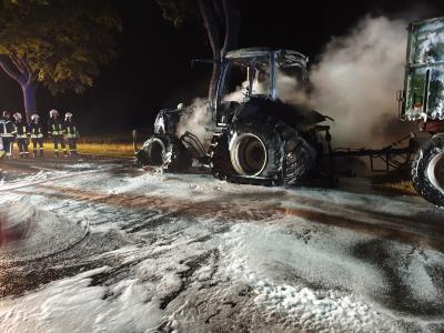 Foto zur Meldung: brennender Traktor