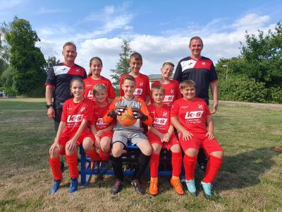 Foto zur Meldung: K+S Kaliwerk unterstützt Junioren des Eilslebener SV mit einem Trikotsatz