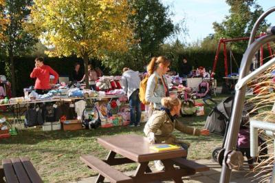Am 28. September gibt es wieder einen Kinderklamotten-Flohmarkt vor dem FGZ. (Foto: Annett Lahn)