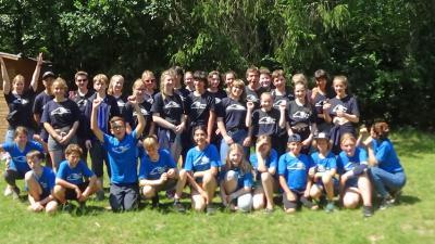 Die Teilnehmergruppe: Dunkelblau sind die neu ausgebildeten Schülerhelfer, leuchtendblau die SchülerInnen der AFG