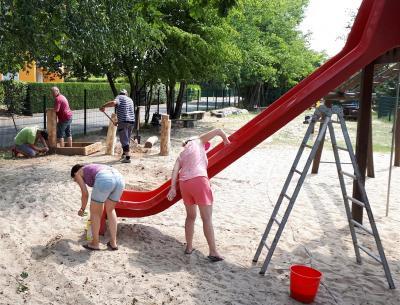 Vorschaubild zur Meldung: Dankeschön an fleißige Helfer für Einsatz auf Werbener Spielplatz