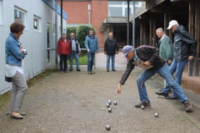 Foto zur Meldung: Boule spielen am Schulzentrum
