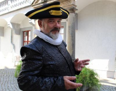 Vorschaubild zur Meldung: Mit Kammerjunker Michael durch die Schlossgeschichte