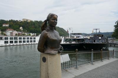 Die Büste von Christine Wagner zeigt die bayerische Volkssdichterin Emerenz Meier