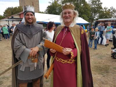 Albrecht der Bär (Yves Wiechert) und König Konrad III. (Burkhard Goers) - Zeitzeugen aus der Geschichte