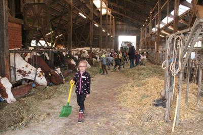 Vorschaubild zur Meldung: 2019/2020  Besuch auf dem Bauernhof