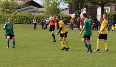Im Rückspiel der letzten Saison spielte Demmin ( grüne Trikots ) die Sturmvögel mit einem 5:0 Heimsieg regelrecht an die Wand