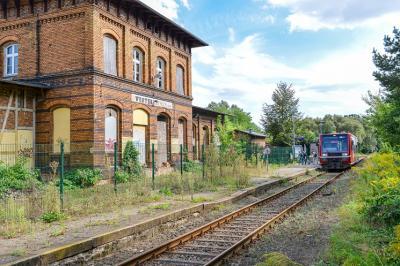 Vorschaubild zur Meldung: Das Bahnhofsgebäude öffnet seine Türen