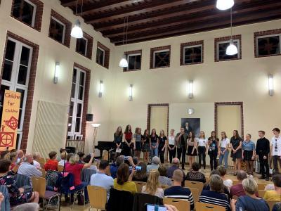 Foto zur Meldung: Children for Children – Stehende Ovationen beim Benefiz-Konzert im Goethe-Gymnasium