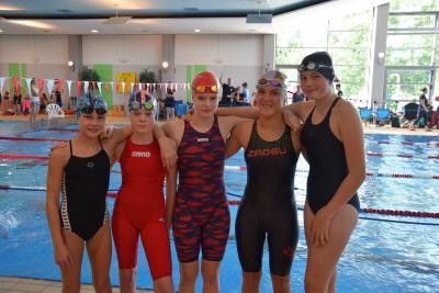Es freuen sich: Jill Brokmeier, Ludovika von Berlepsch, Maja Reuther, Luna Drechsel und Jasmin Depner
