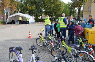 Foto zur Meldung: Verkehrssicherheitstag - Kindern sicheres Radfahren beibringen