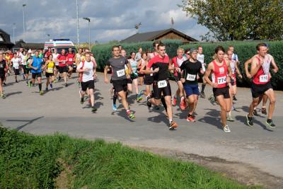 Start der Läuferinnen und Läufer über die 5 und 10 km langen Strecken