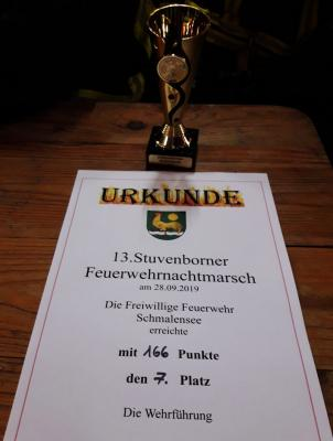 Foto zur Meldung: Pokalgewinn – Feuerwehr beim Nachtmarsch in Stuvenborn