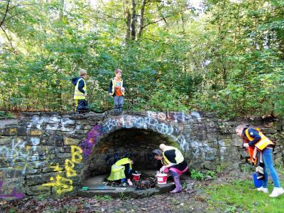 Foto zur Meldung: Angehende Umweltdetektive ermitteln im Nauener Stadtpark
