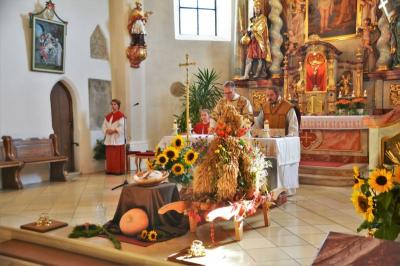 Vorschaubild zur Meldung: Erntedankfest mit der Pfarrgemeinde Moosbach