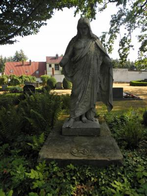 Grabdenkmal auf dem Friedhof