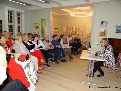 """Foto zu Meldung: Lesung zum Literarischen Bilderbogen: Anne Jacobs: """"Das Gutshaus"""""""