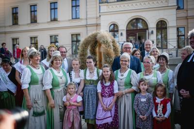 Bundespräsident Frank-Walter Steinmeier zu Besuch beim Erntedankfest in Ribbeck. (Foto: Karin Gemballa Fotografie)
