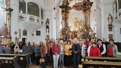 Vorschaubild zur Meldung: Die Senioren in der Wallfahrtskirche Neukirchen beim Hl. Blut