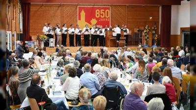 Foto zur Meldung: Das ganze Dorf feiert Geburtstag /// Sportverein mit eigener Vereinschronik und Männerchor dabei