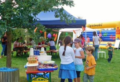 Foto zur Meldung: Malen, Basteln und Hüpfburg beim Spielplatzfest