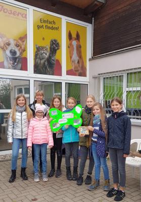 Spendenübergabe an Tierheimleiterin Astrid Finger