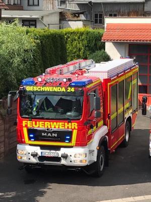 Foto zur Meldung: Übergabe Tanklöschfahrzeug an FFW Gemeinde Geratal OT Geschwenda