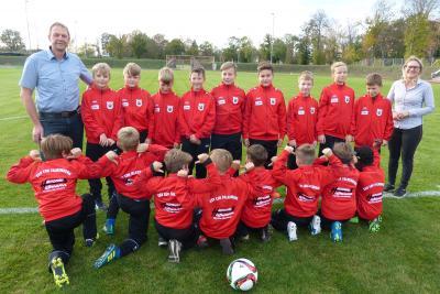 Foto zur Meldung: Neue Trainingsanzüge für unsere E-Junioren