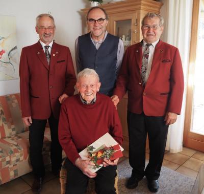 1.Vorst. Herbert Müller, Zuchtwart Xaver Wintersberger vom RGZV und 1. Bgm. Rolf-Peter Holzleitner gratulierten