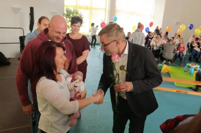 Vorschaubild zur Meldung: Kolkwitz begrüßt jüngsten Gemeindezuwachs