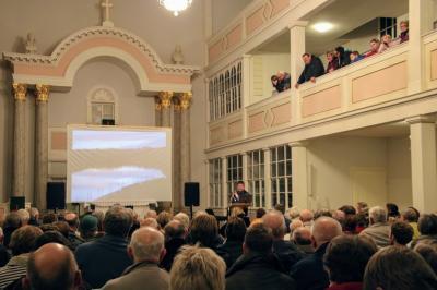 """Michael Kreskowsky spricht vor 324 Besuchern zum Thema """"90 Jahre Kriebsteintalsperre"""""""