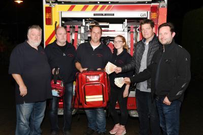 Foto zu Meldung: Spendenübergabe an die Freiwillige Feuerwehr Wedel