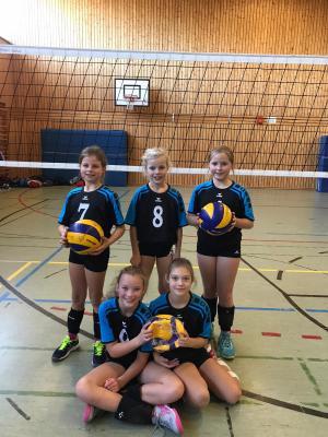 Foto zur Meldung: Elsdorfer Volleyball-Mädchen U12 qualifizieren sich ungeschlagen für die Bezirksmeisterschaften!