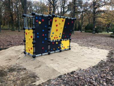 Vorschaubild zur Meldung: Bürgerbudget macht's möglich: Boulderwand im Stadtpark fertig