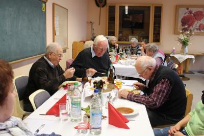 Foto zur Meldung: Gemütliches Beisammensein bei den Senioren