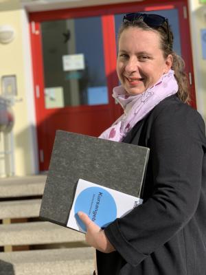 Foto: Freut sich auf ihre neue Aufgabe als Leiterin der Volkshochschule OSL: Maria Kühnel. (Foto: Landkreis)
