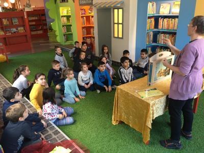Vorschaubild zur Meldung: Besuch in der Stadtbücherei