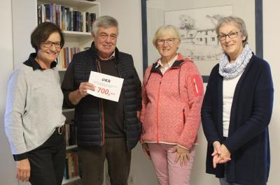 Foto zur Meldung: Erlös des Bücherflohmarktes geht an den Bürgerverein