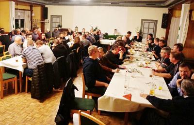 Foto zur Meldung: Geschlossenheit an der Grünkohlfront – Treffen der Amtsfeuerwehr Bornhöved im Gasthof Voß