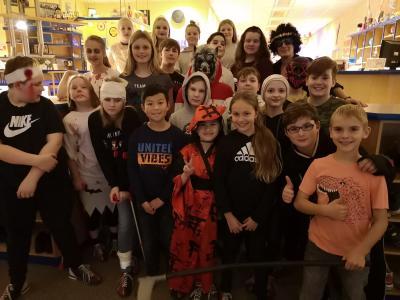Vorschaubild zur Meldung: Halloween-Bowling der Klasse 6a
