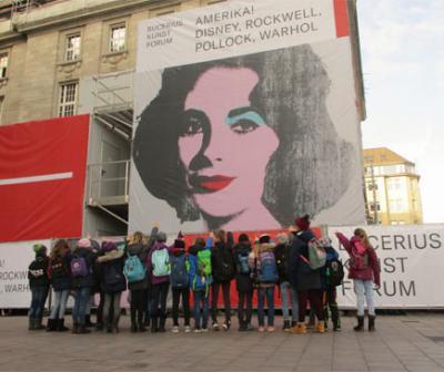 """Vorschaubild zur Meldung: Klasse 4 im Bucerius Kunst Forum: """"AMERIKA! DISNEY, ROCKWELL, POLLOCK, WARHOL"""""""
