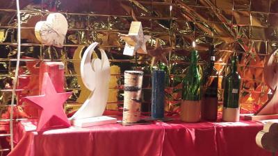 Vorschaubild zur Meldung: Schüler und Schülerinnen des TGSBBZ Saarlouis auf dem  Saarlouiser Weihnachtsmarkt