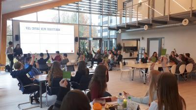 """Vorschaubild zur Meldung: Schüler*innen der Eichenbachschule Eggebek-Jörl organisieren """"Dialog P"""""""