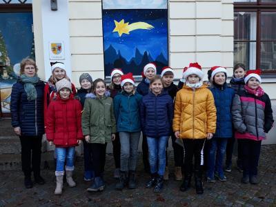 Foto zu Meldung: 02. Adventsbild: Grundschule Dargun